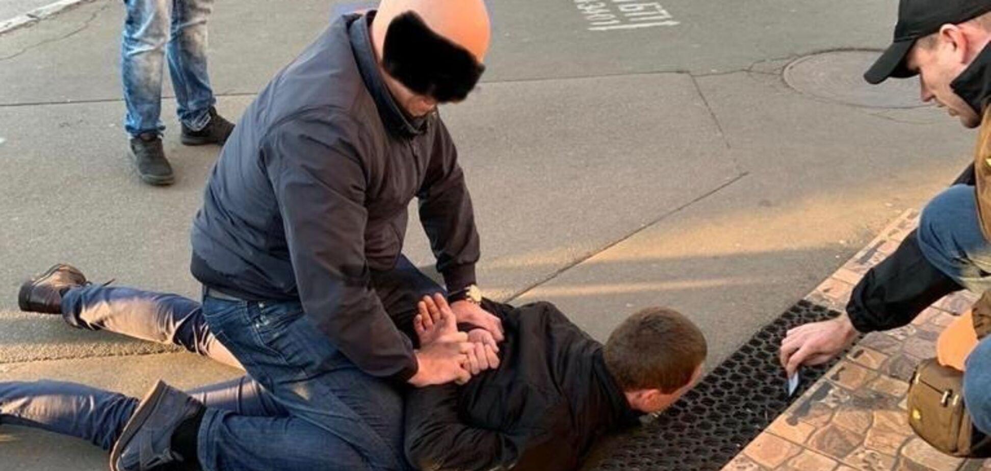 Сотрудники СБУ задержали следователя Святошинского управления полиции за вымогательство взятки