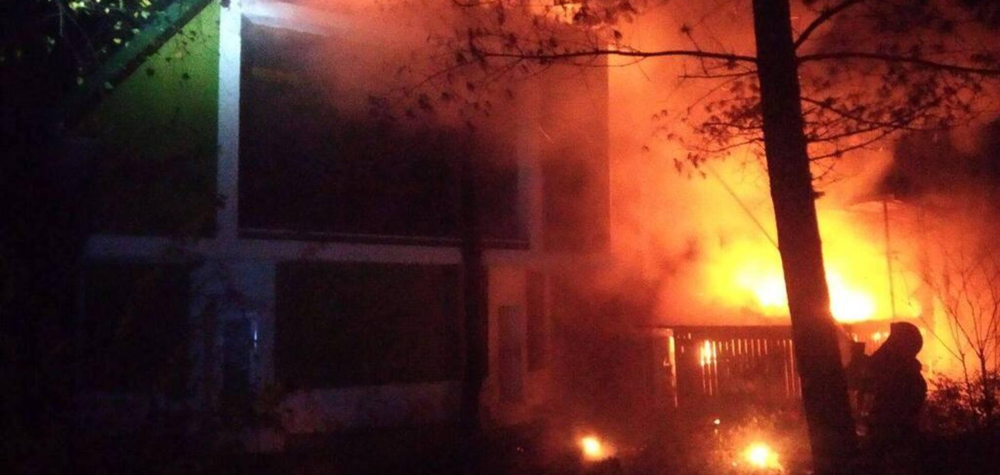 В Ривне вспыхнул крупный пожар в ресторане: фото с места событий