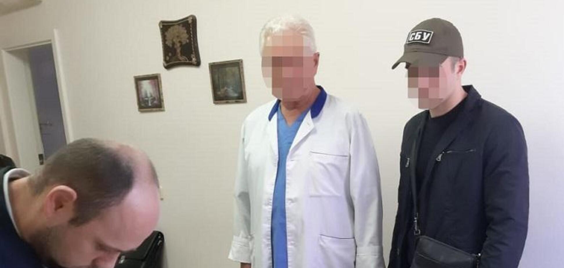 $2000 за довідку: у Києві лікар вимагав хабар у онкохворого