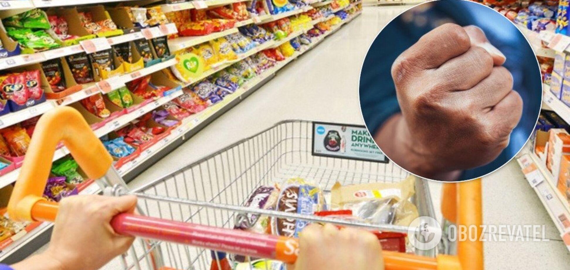 Побили в супермаркеті