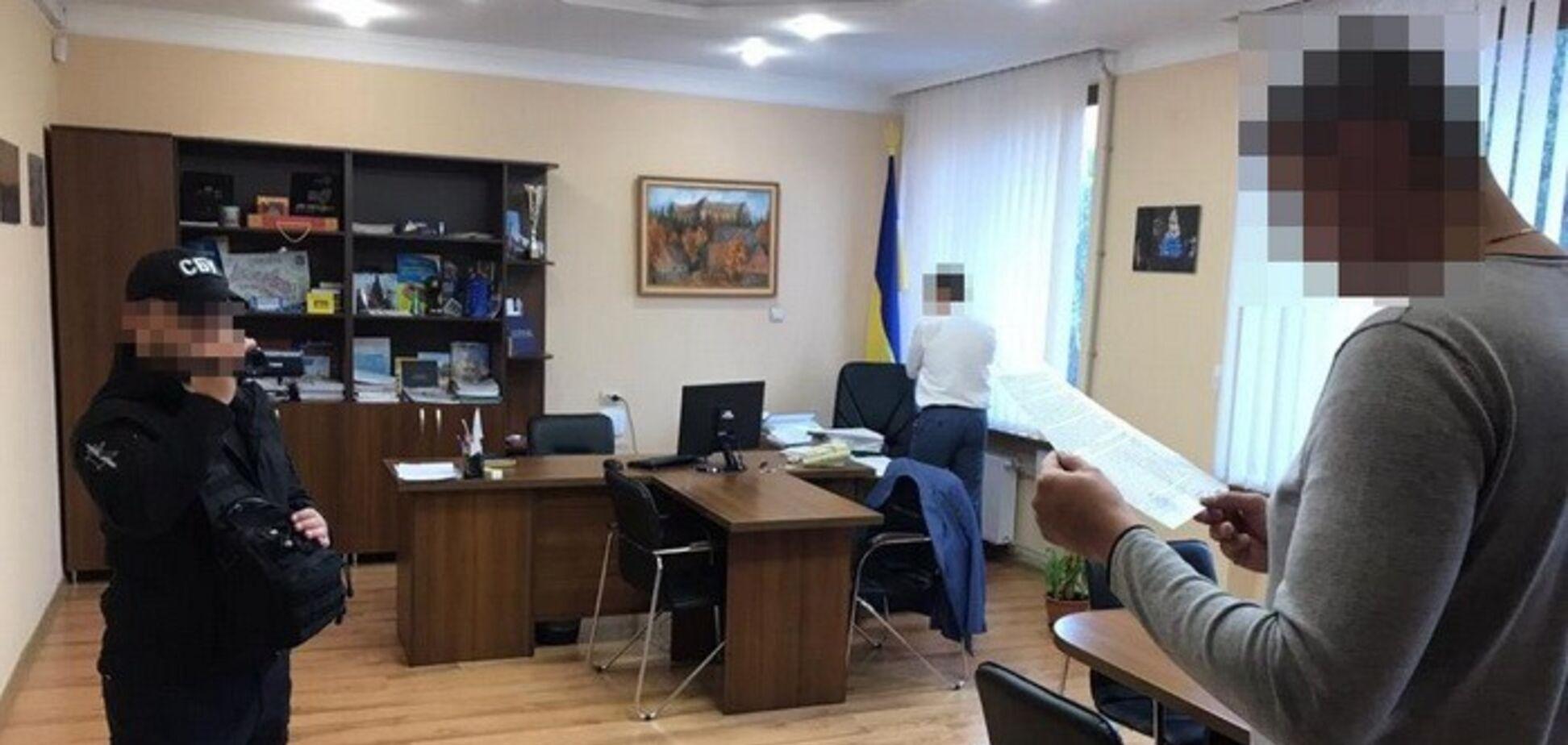 Оформив на підставних осіб: заступника мера Ужгорода викрили в мільйонній махінації із землею