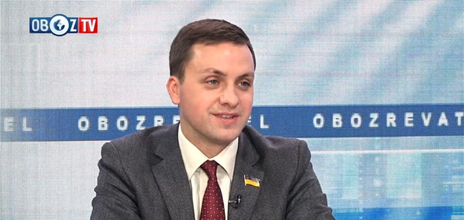 Депутат назвав, хто зацікавлений в затягуванні розмитнення євроблях