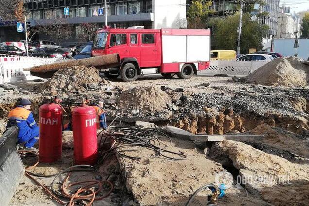 """""""Адский"""" прорыв трубы в центре Киева"""