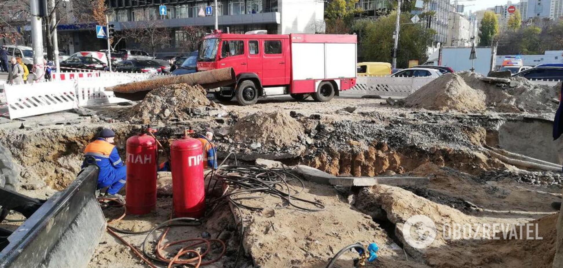 'Адский' прорыв трубы в центре Киева