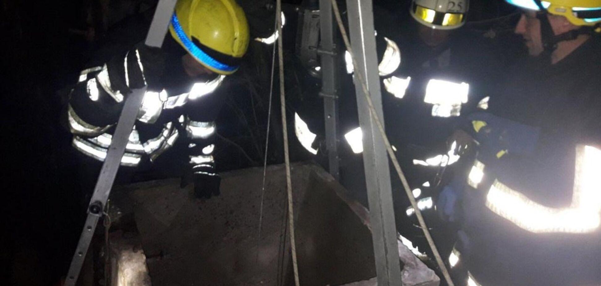 В Днепре мужчина упал в 13-метровый колодец: фото