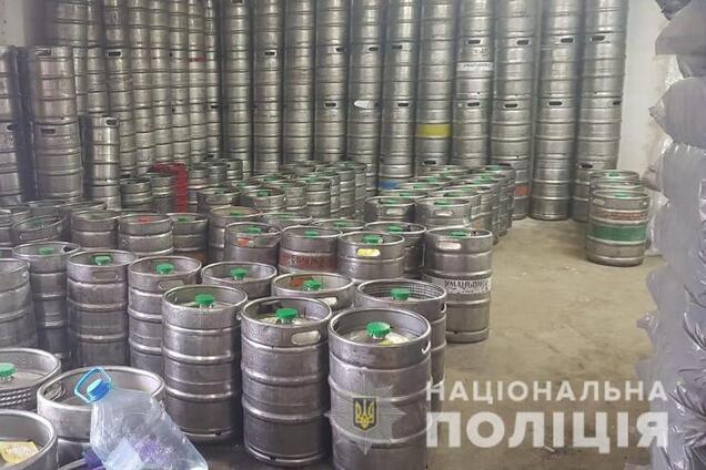 Полицейские изъяли тысячи литров алкоголя