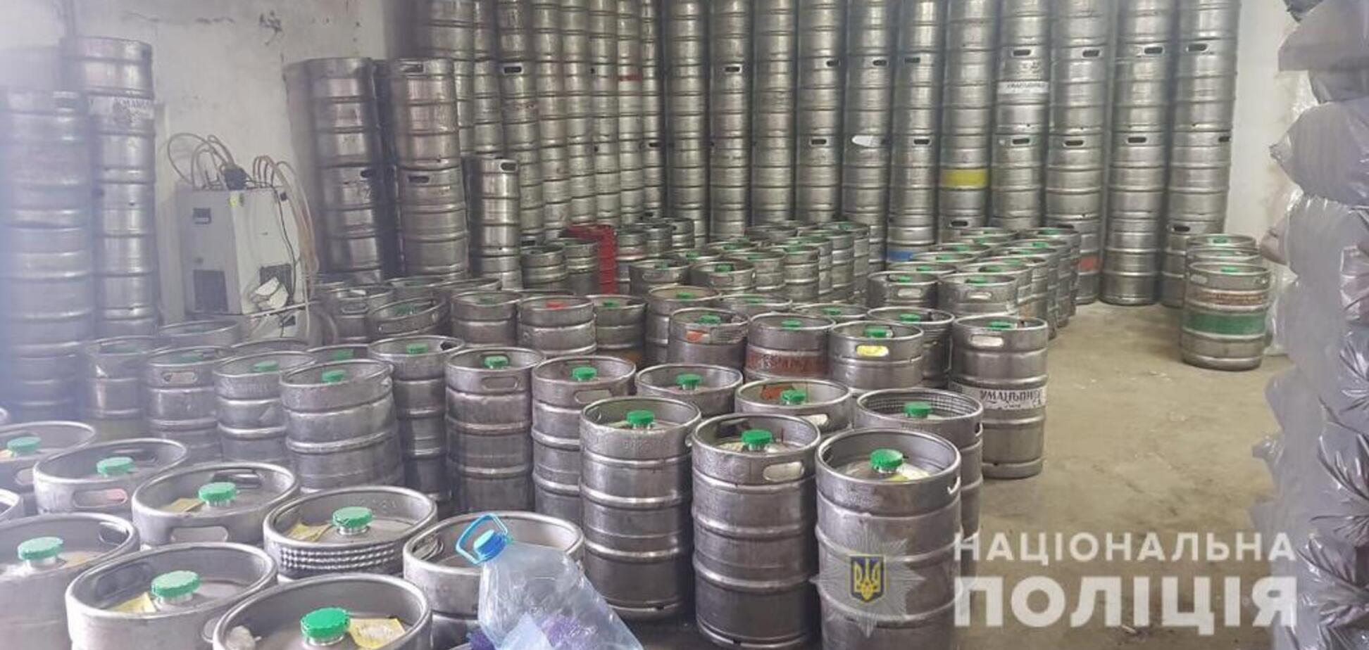 Полицейские изъяли тысячи литров алкоголя на рынке в Днепре