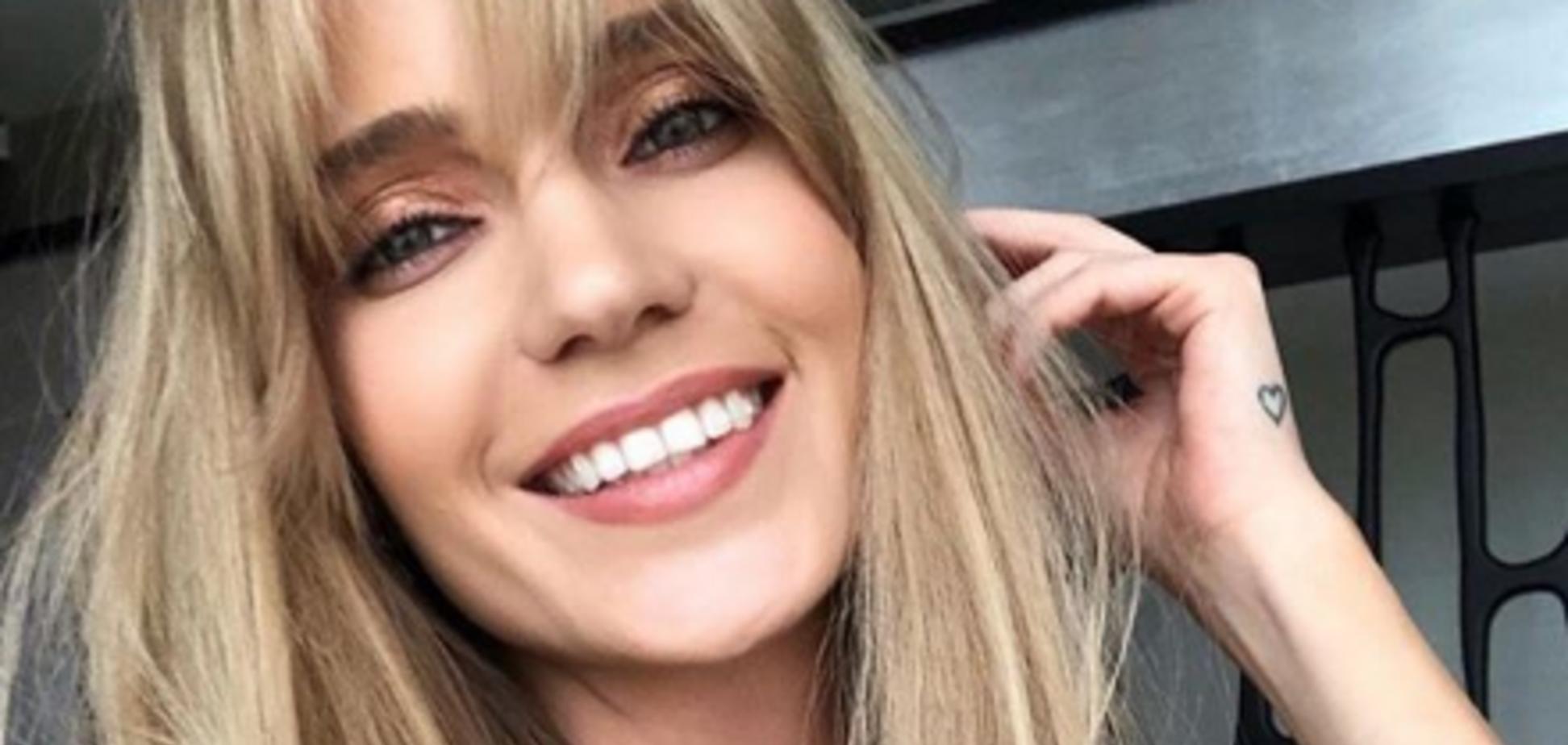 'Дуже вульгарно': російська співачка не втримала пишні груди в купальнику