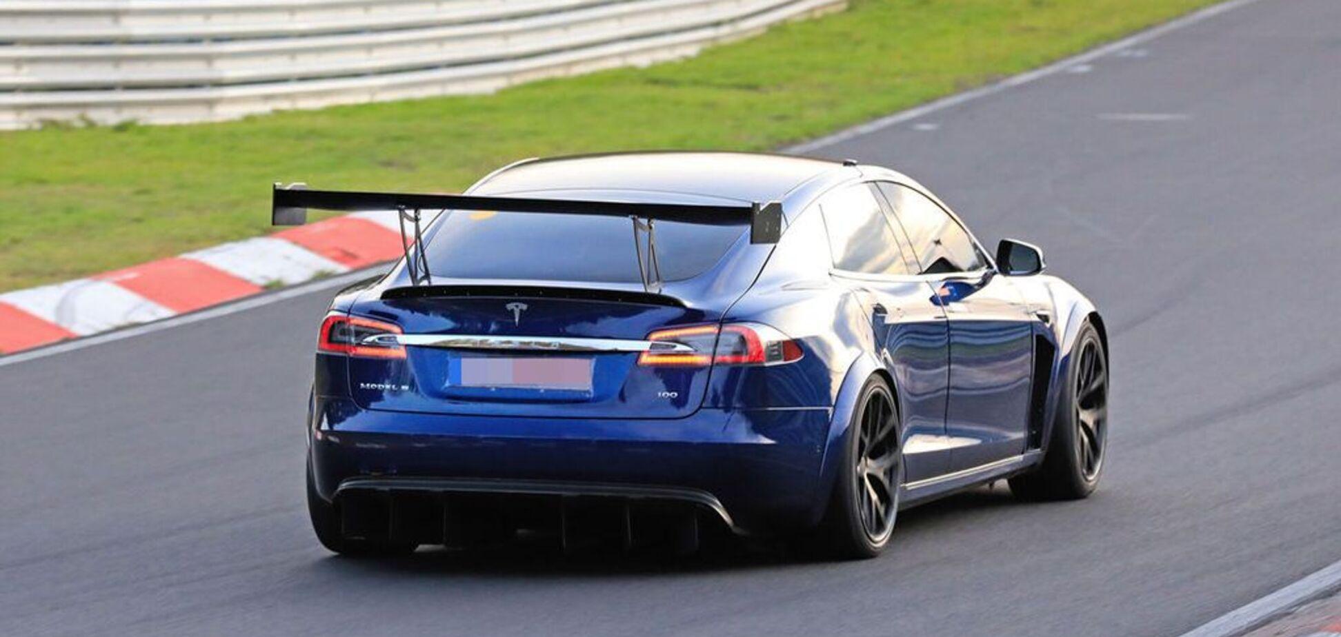 Новий рекорд швидкості: Tesla знову обігнала свого головного конкурента