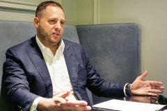 'Атаки увеличатся': советник Зеленского оправдался за связь с олигархом Путина