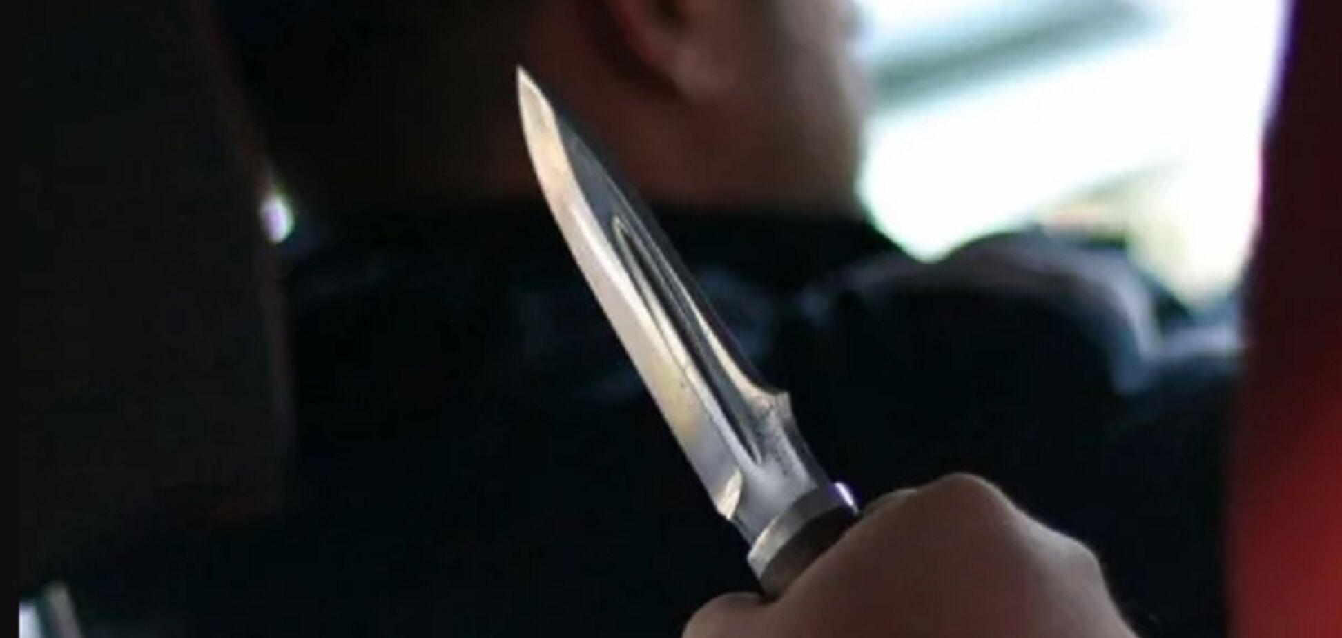 Ударил ножом в шею: под Одессой пассажир подрезал таксиста. Видео