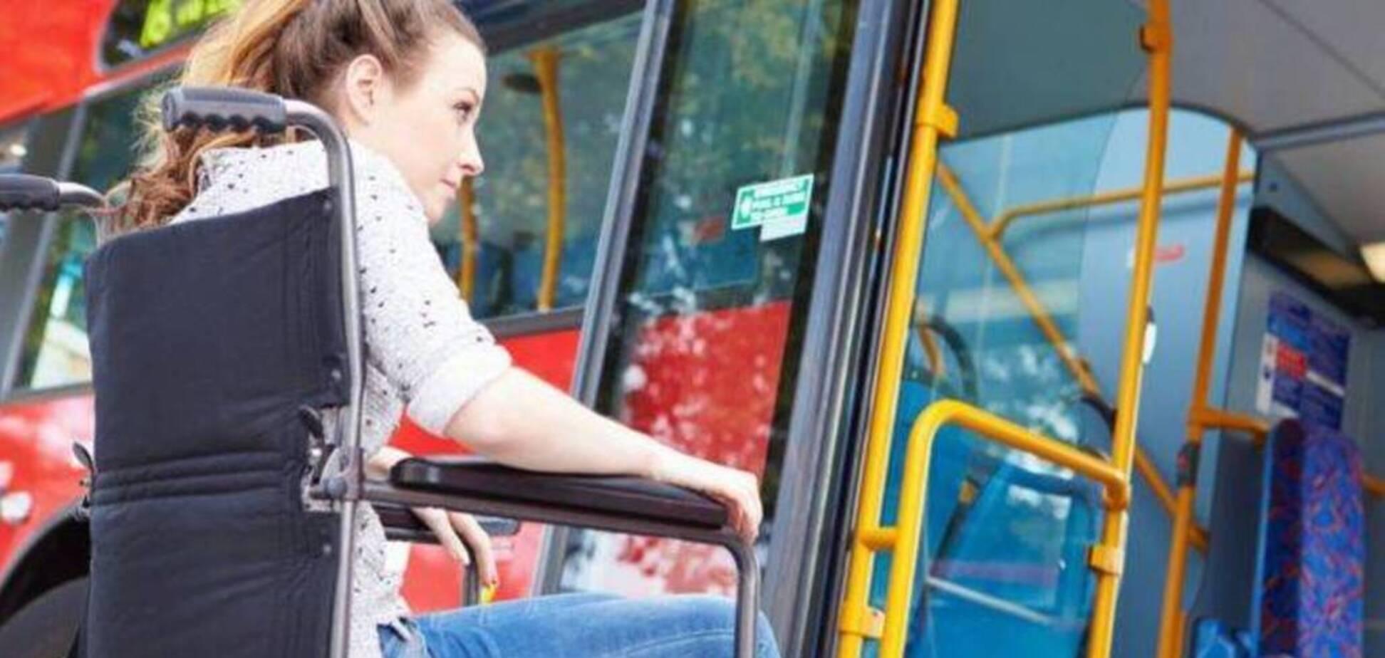 Просила про допомогу: у Дніпрі в маршрутці познущалися над пасажиркою з інвалідністю