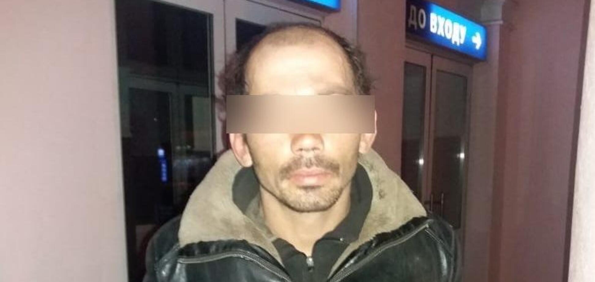 Под Киевом посреди улицы женщину пырнули ножом в спину: все детали