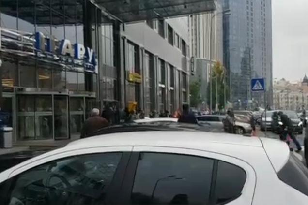 В Киеве внезапно начались обыски в известном бизнес-центре