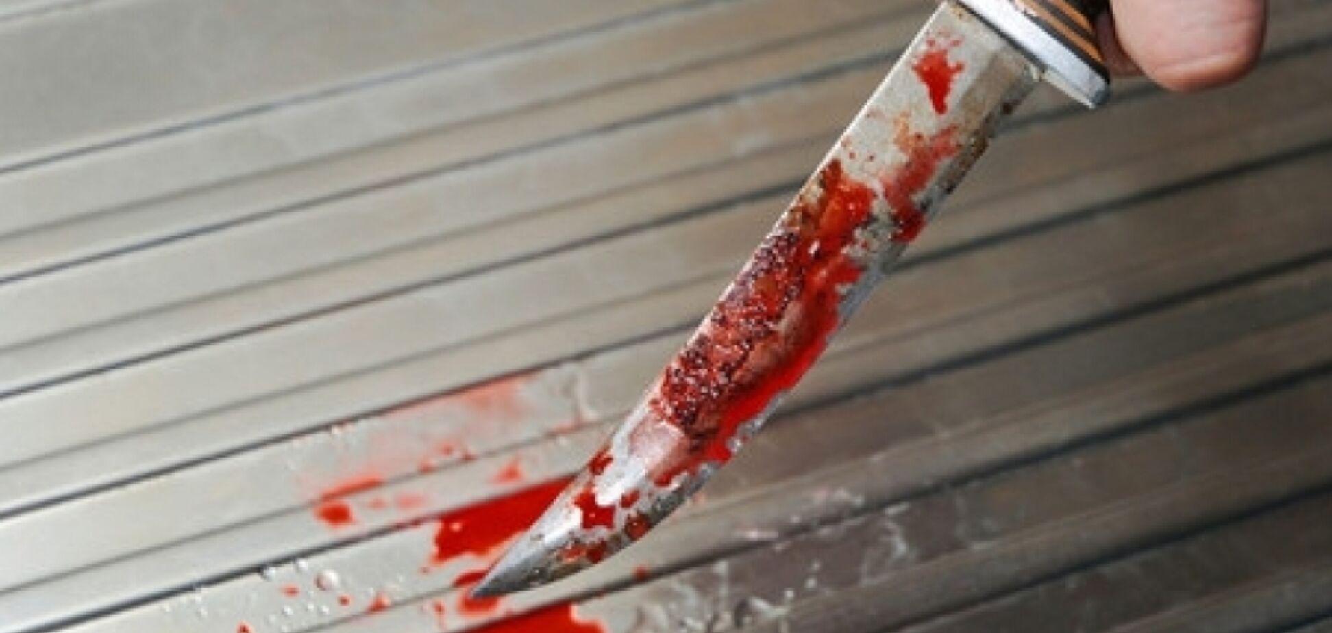 Ходил по улице с окровавленным ножом: под Днепром мужчина зверски убил друга
