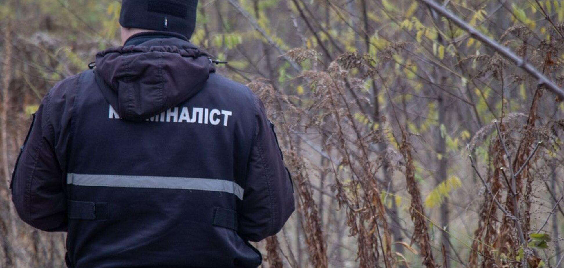 Нашли с полоской на шее: в Киеве загадочно погиб мужчина. Фото 18+