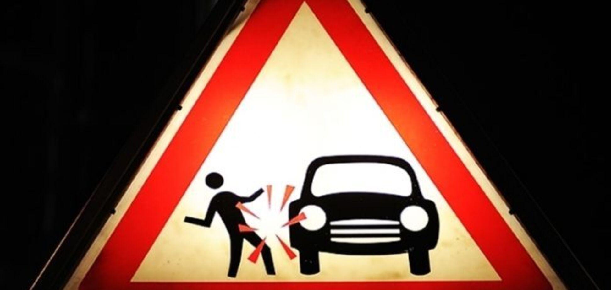 Даже не притормозил: в Днепре девушка вышла из трамвая и попала под машину