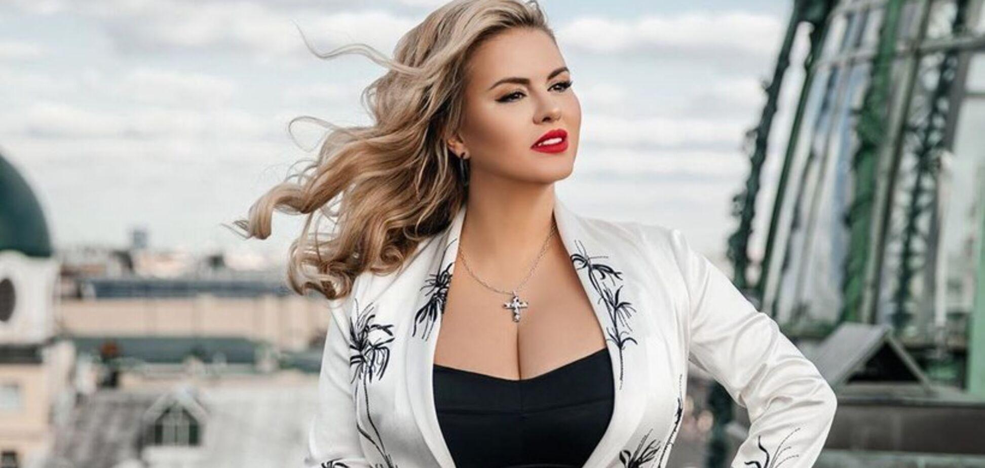 Популярна російська співачка зменшила груди: фото