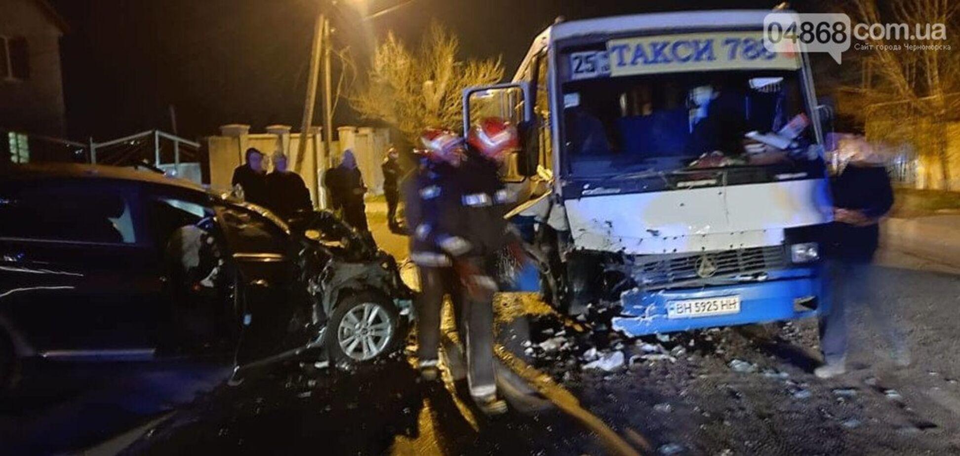 Маршрутка з пасажирами потрапила в страшне ДТП під Одесою