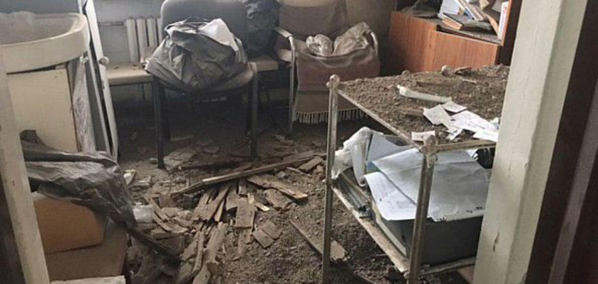 У лікарні Кривого Рогу обвалилася стеля: фото з місця НП