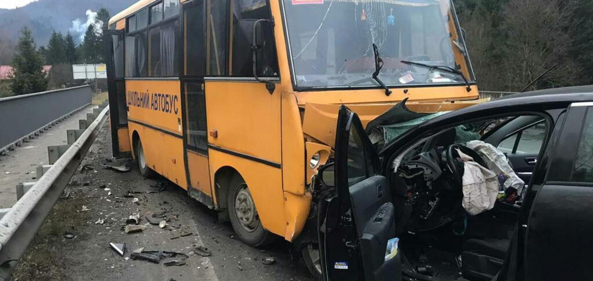 На Львовщине школьный автобус попал в страшное ДТП