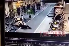 Посетитель тренажерного зала умер, уронив штангу – момент попал на видео