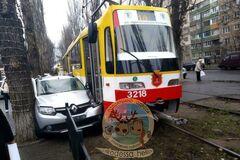 В Одессе трамвай сурово проучил автохама