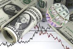 Гривня побила мировой рекорд: в Bloomberg назвали последствия падения доллара