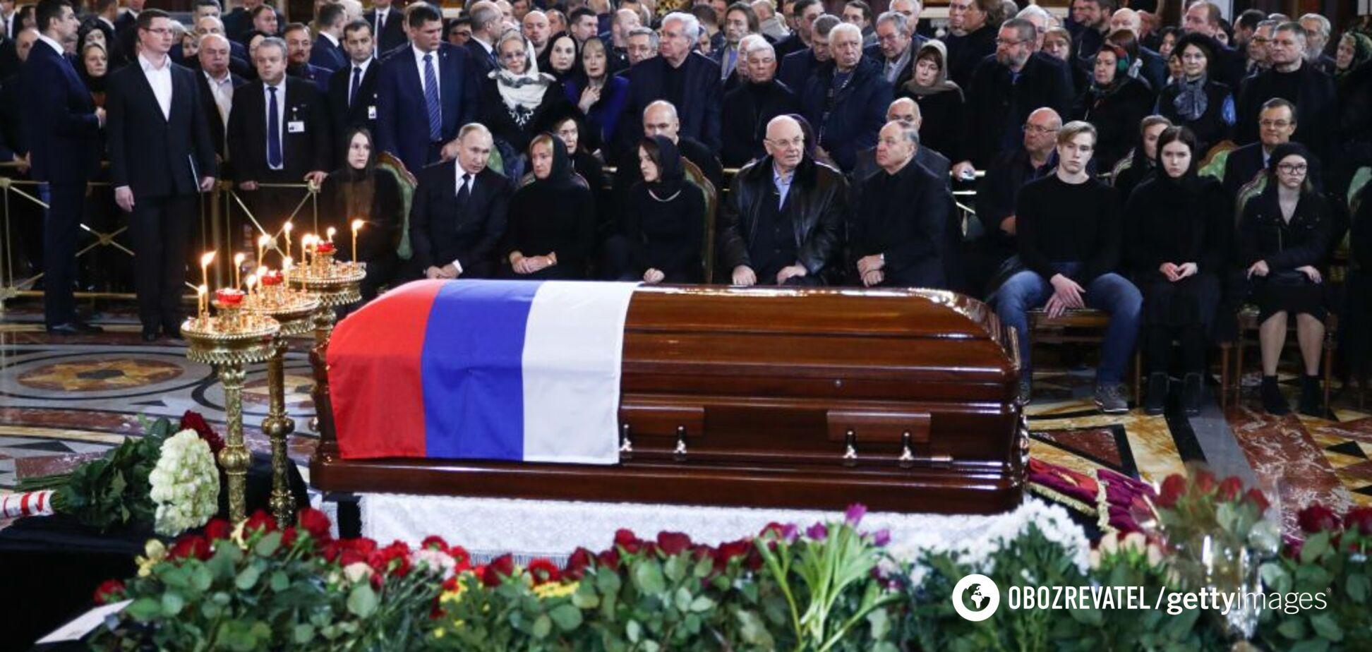 Лужкова похоронили в закрытом гробу: стала известна причина
