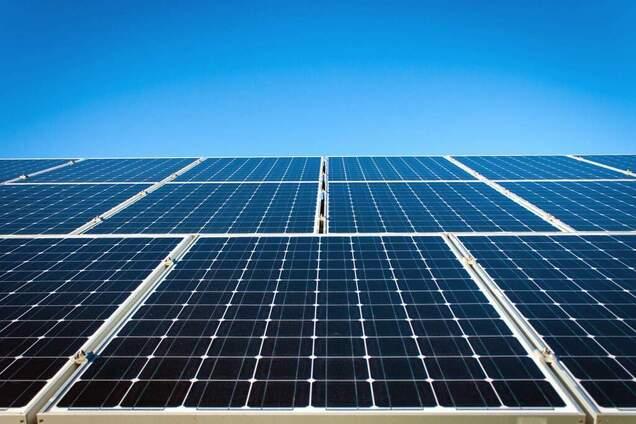 Открытие ученых сделало солнечные панели неуязвимыми для грязи