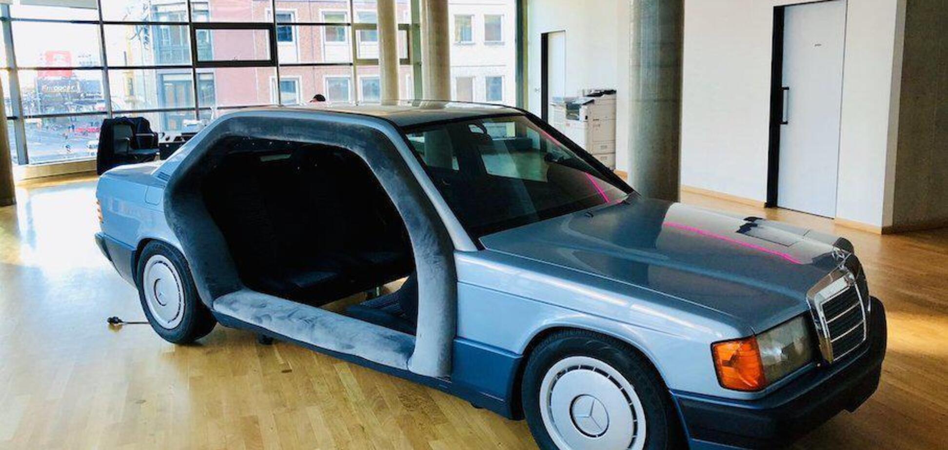 Божевільна переробка Mercedes 190 зробила його повністю нерухомим