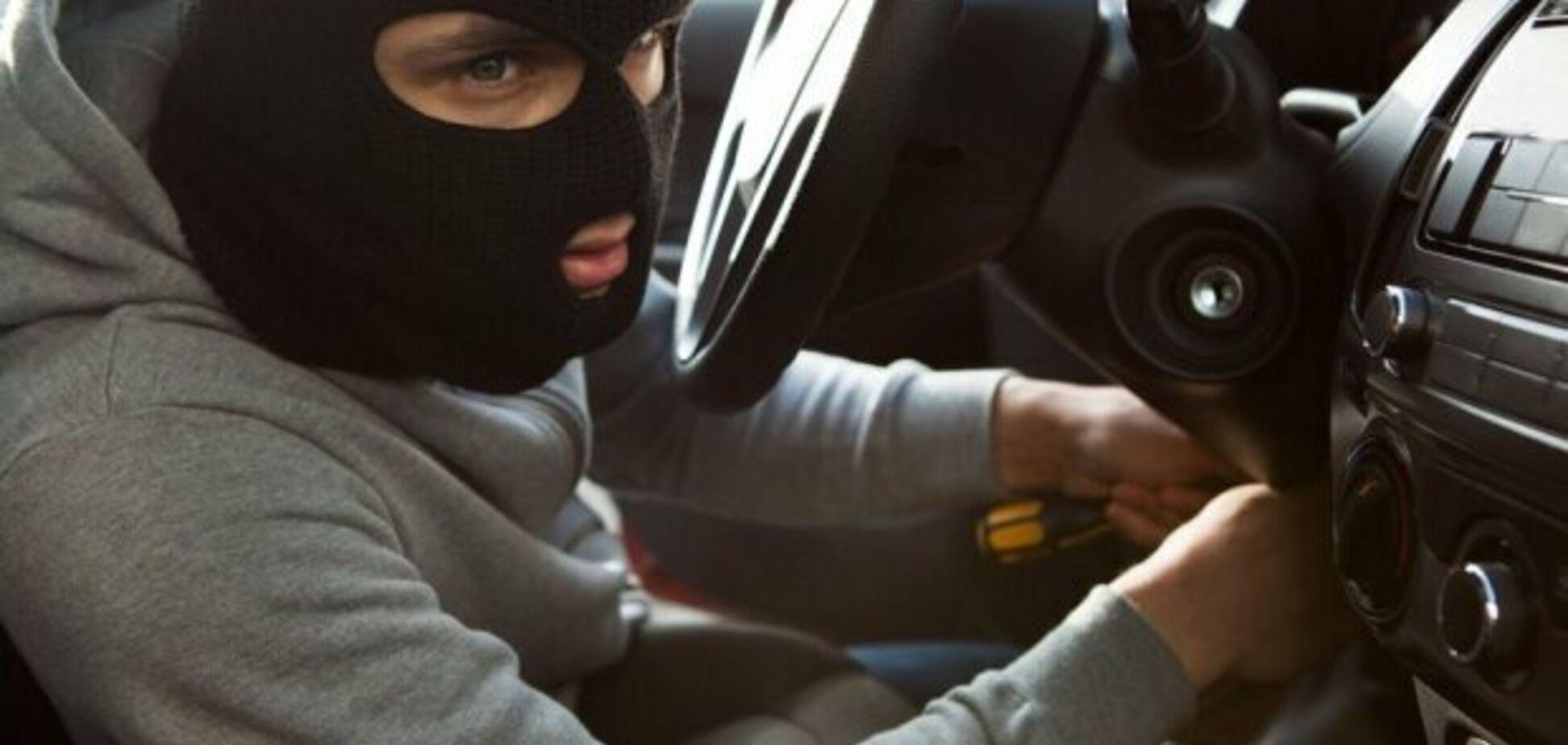 В Одесі клієнт викрав у таксиста авто і тут же його продав