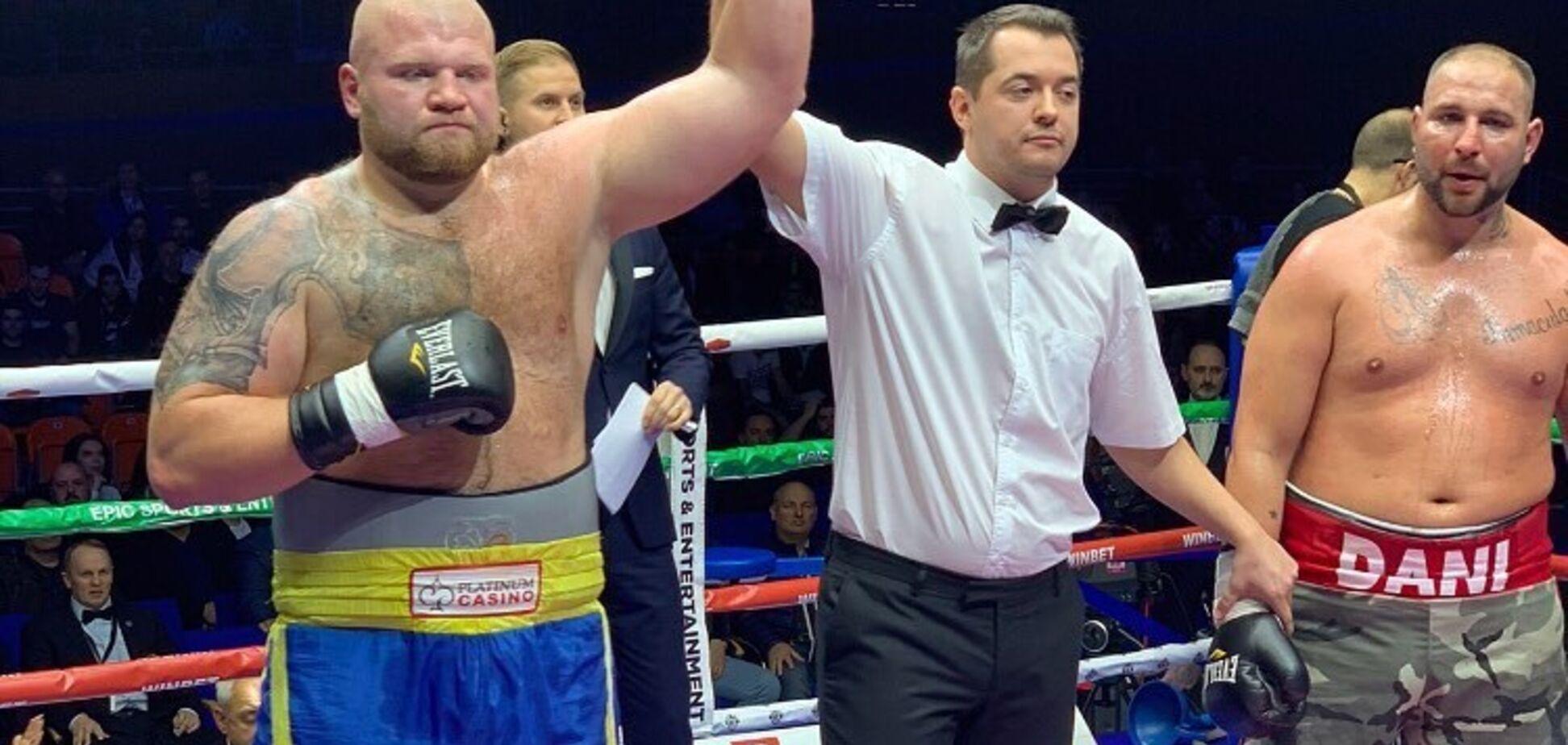 Непобедимый украинский супертяж забил соперника в ярком бою - опубликовано видео
