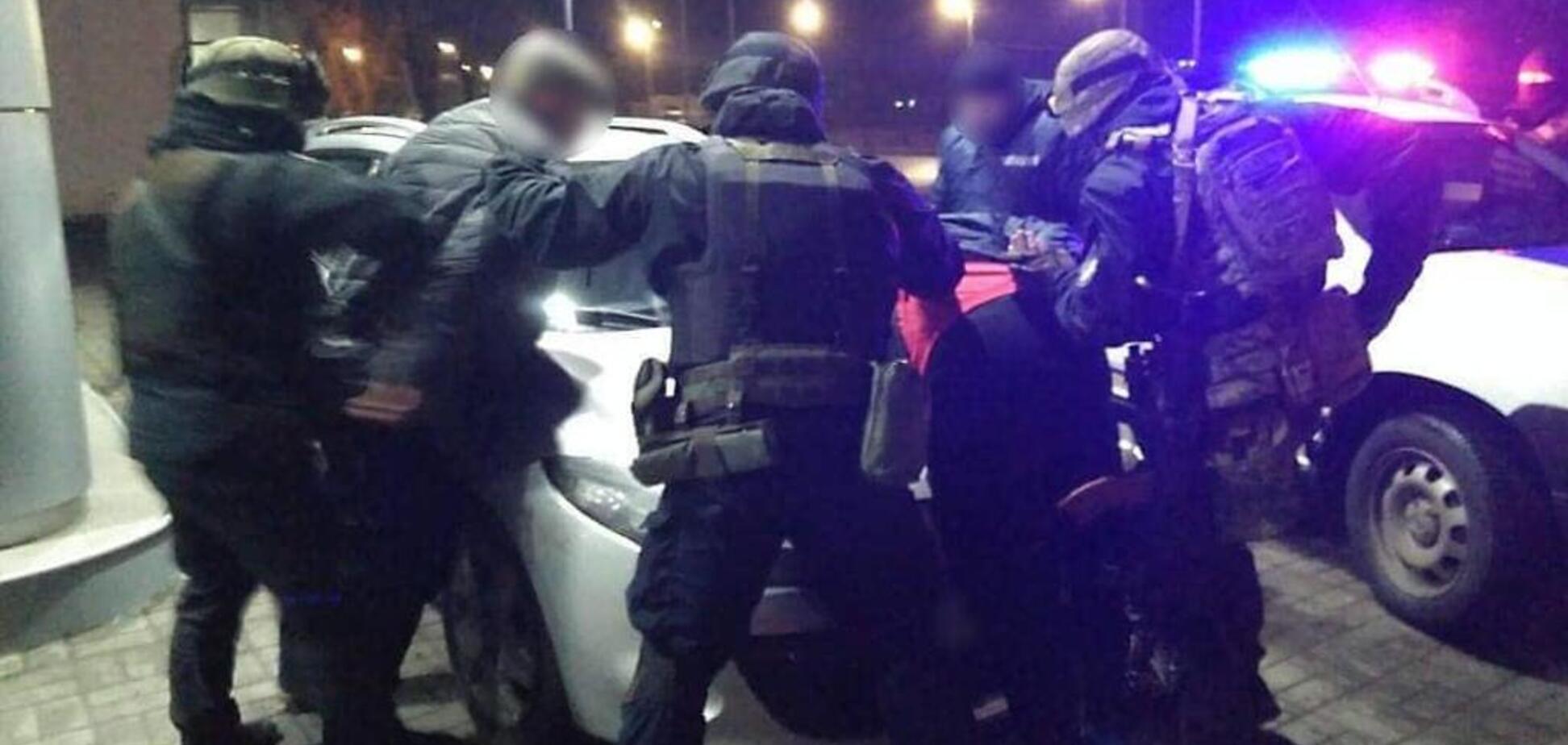 Злоумышленники угрожали оружием . Источник: ch.npu.gov.ua
