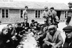 Загоняли в лагеря смерти: как Болгария в годы войны не отдала ни одного еврея
