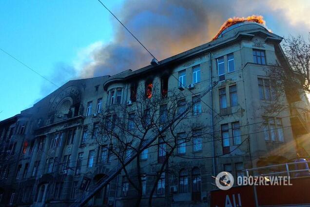 Озвучена офіційна причина пожежі в коледжі Одеси