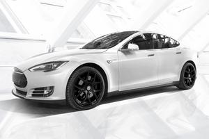 Tesla может снизить цену на самый популярный электромобиль: названа причина