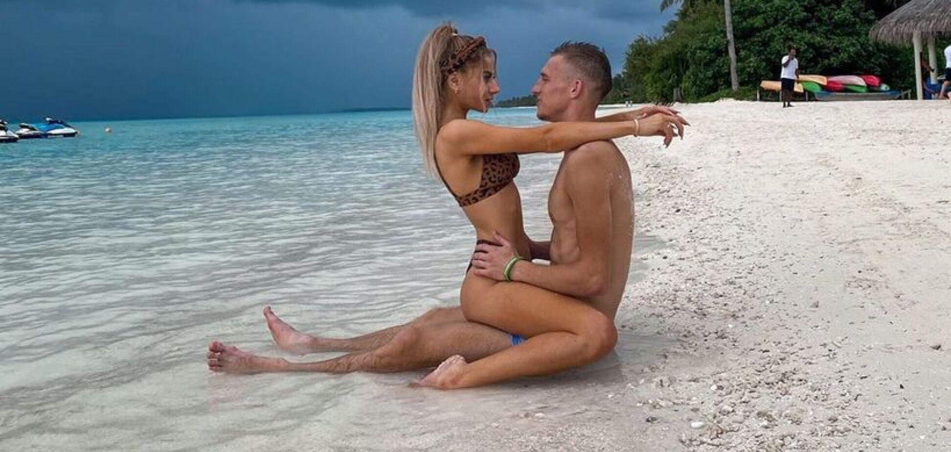 Дружина футболіста збірної України похвалилася ідеальним тілом в бікіні