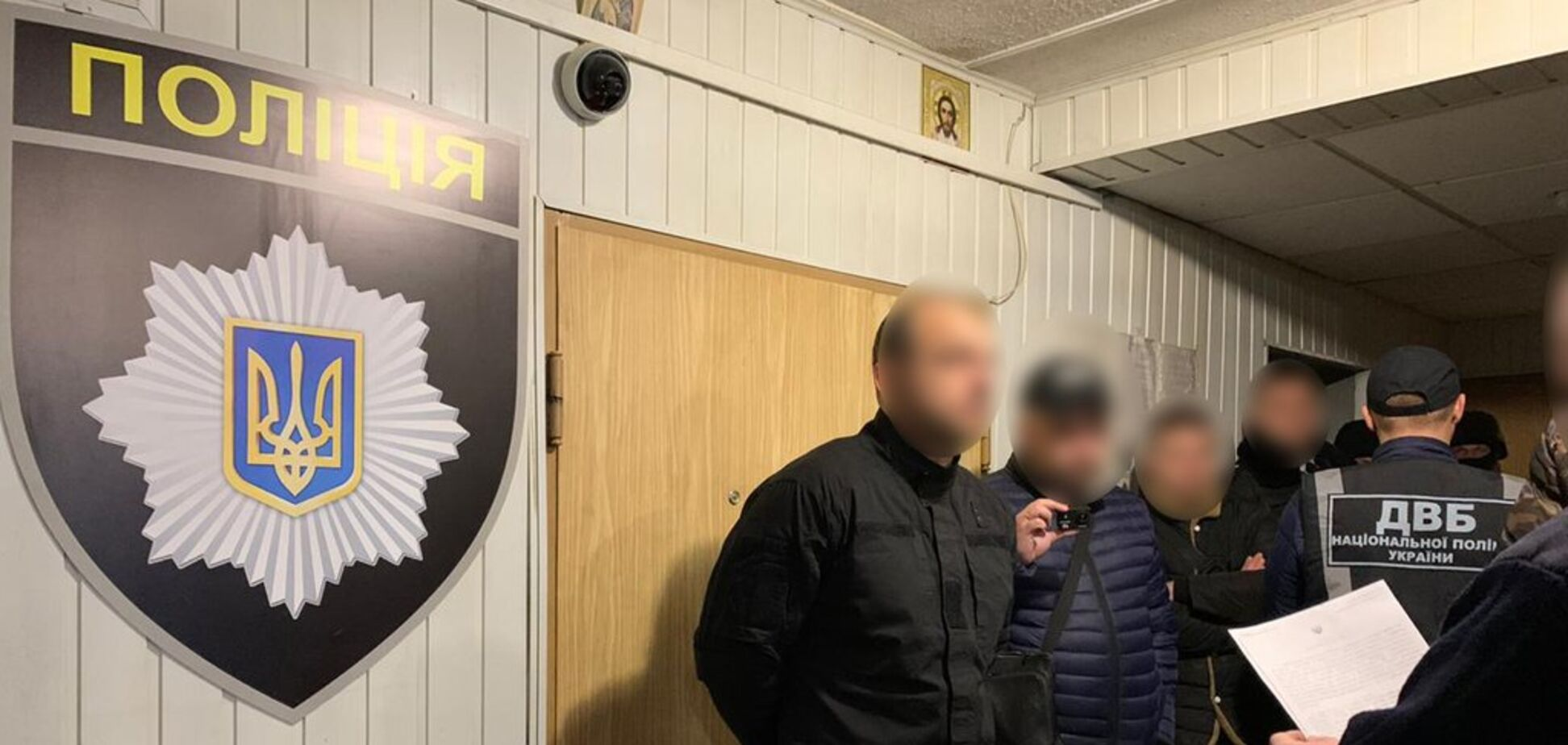 'Изъял' машину и требовал взятку: на Днепропетровщине поймали копа-оборотня. Фото