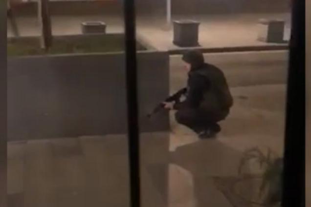 Правоохоронець на місці стрілянини