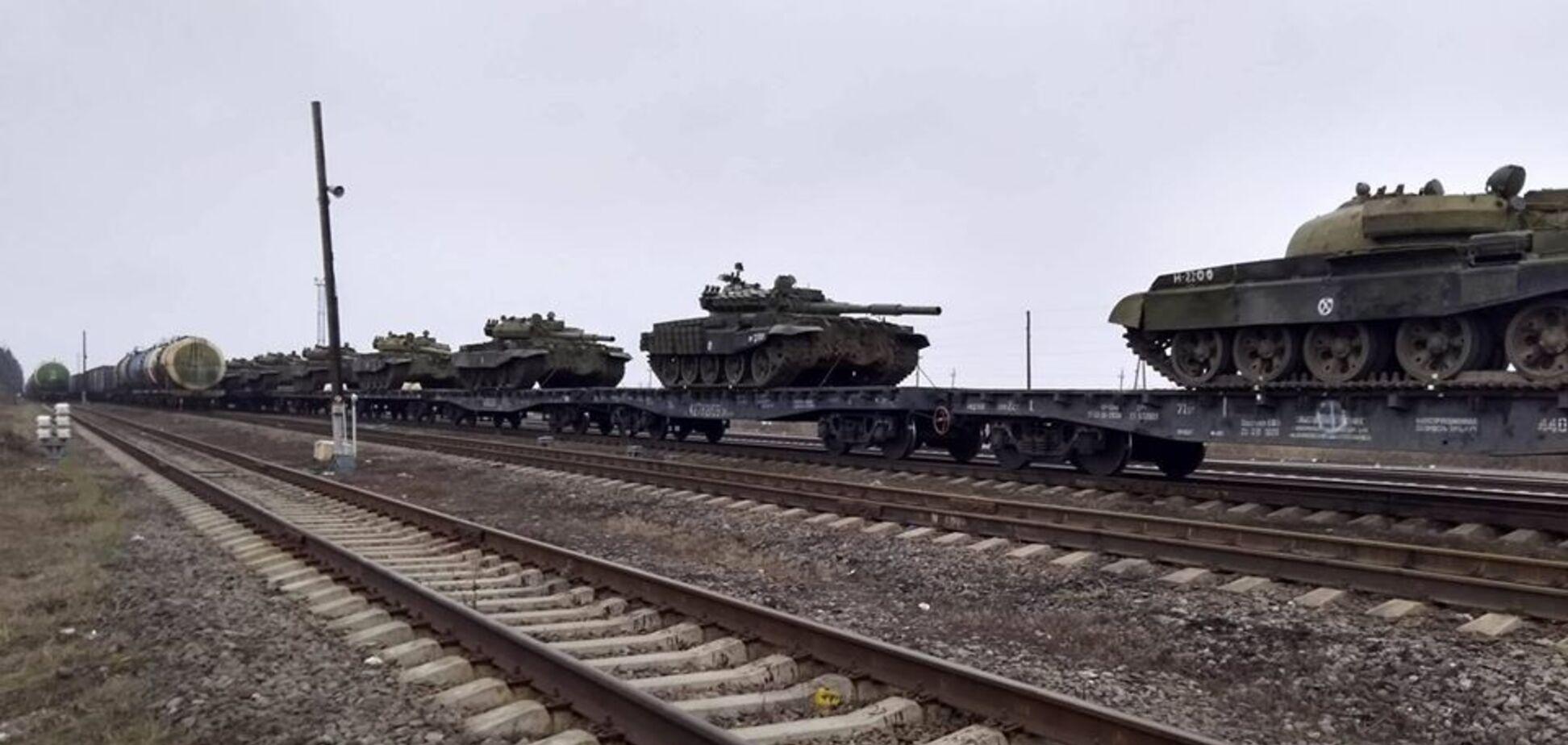 Росія почала стягувати танки до кордону з Україною: фотофакт