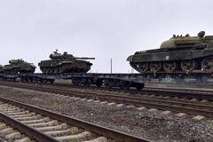 Россия начала стягивать танки к границе с Украиной: фотофакт