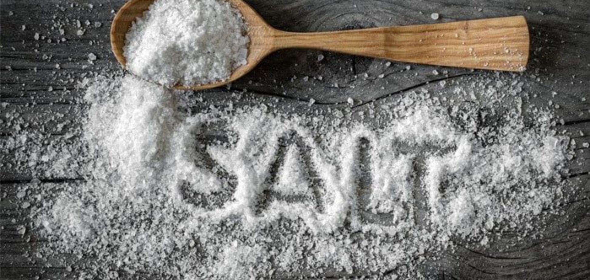 Названы продукты питания, которые содержат много соли