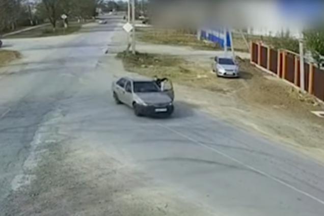 Пьяный крымчанин протащил полицейского на автомобиле
