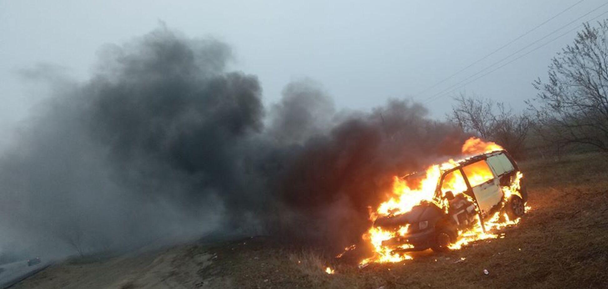 Активісти спалили вже десяток авто на єврономерах. Відео