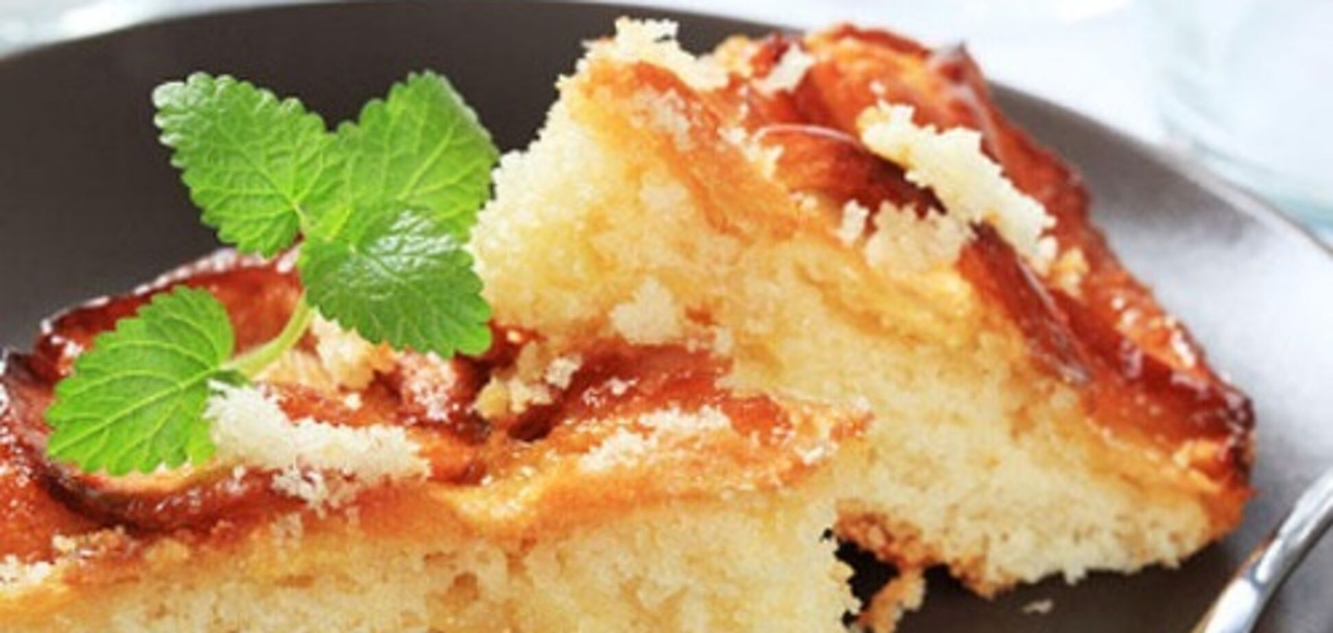 Рецепт дуже смачного манника з яблуками