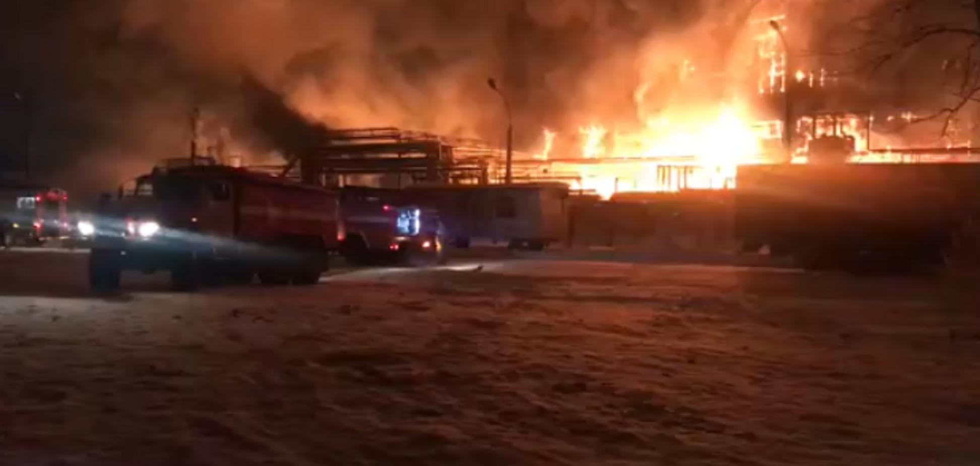 У Росії спалахнула страшна пожежа на заводі 'Нафтохім': подробиці, фото й відео