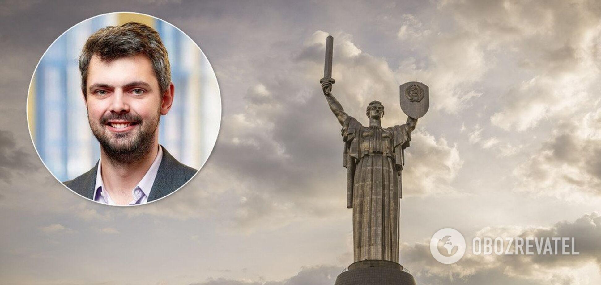Дробович пояснив, чому з 'Батьківщини-Матері' не знялигерб СРСР