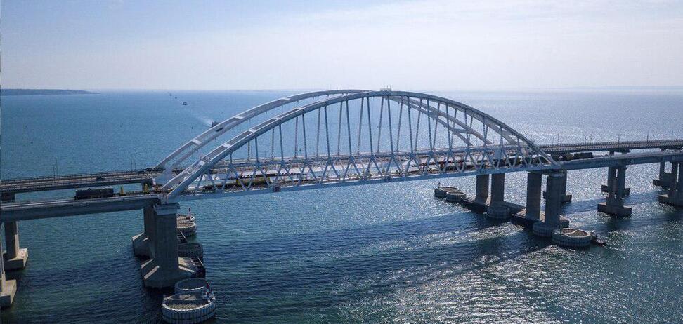 Крымский мост стал причиной колоссальных убытков для Украины: сколько потеряли порты