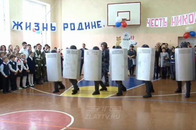 У Росії тюремний спецназ відпрацював на школярах розгін мітингів
